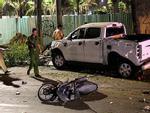 Ôtô bán tải tông hàng loạt xe máy ở trung tâm Sài Gòn, 2 người chết