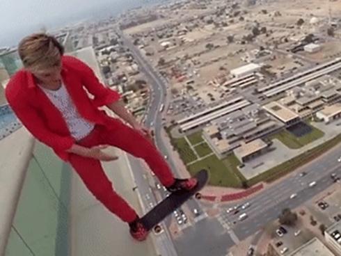9X liều mạng nhào lộn, trượt ván bên mép tòa nhà 50 tầng