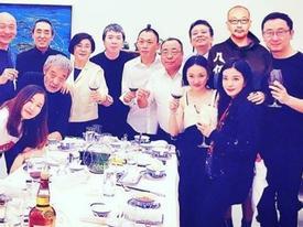 Sau bao năm bị nghi có hiềm khích, Châu Tấn và Triệu Vy bỗng nhiên thân thiện khiến fan showbiz giật mình