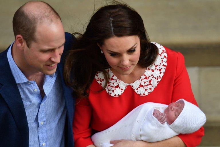 Lộ diện hình ảnh bé trai mới sinh của Công nương Kate
