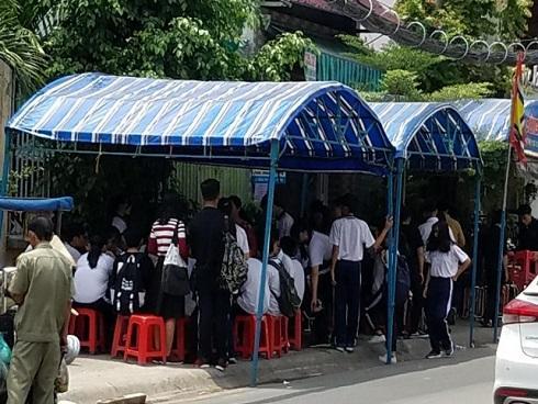 Vụ cô giáo bị sát hại bên lề đường: Người mẹ đau đớn, liên tục gào thét gọi tên con tại đám tang