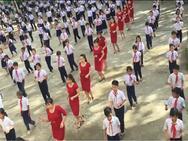 Dàn giáo viên mắc váy đỏ nhảy Cha Cha Cha cùng học sinh giữa sân trường gây bão mạng