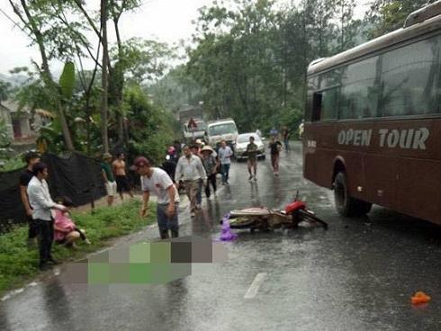 Va vào 'xe đi đền Hùng', 5 người nằm la liệt
