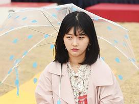 Nữ sinh Hàn Quốc chiến thắng cuộc thi 'ngồi đờ đẫn' trong 90 phút