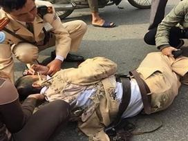 Nhóm đối tượng đấm vào mặt chiến sĩ CSGT khi bị chặn xe vi phạm