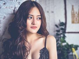 Thùy Anh kể chuyện thay Hoa hậu Trương Hồ Phương Nga đóng cảnh nóng 5 tiếng