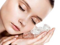 Liệu pháp 'nước đá' giúp làm săn chắc da mặt