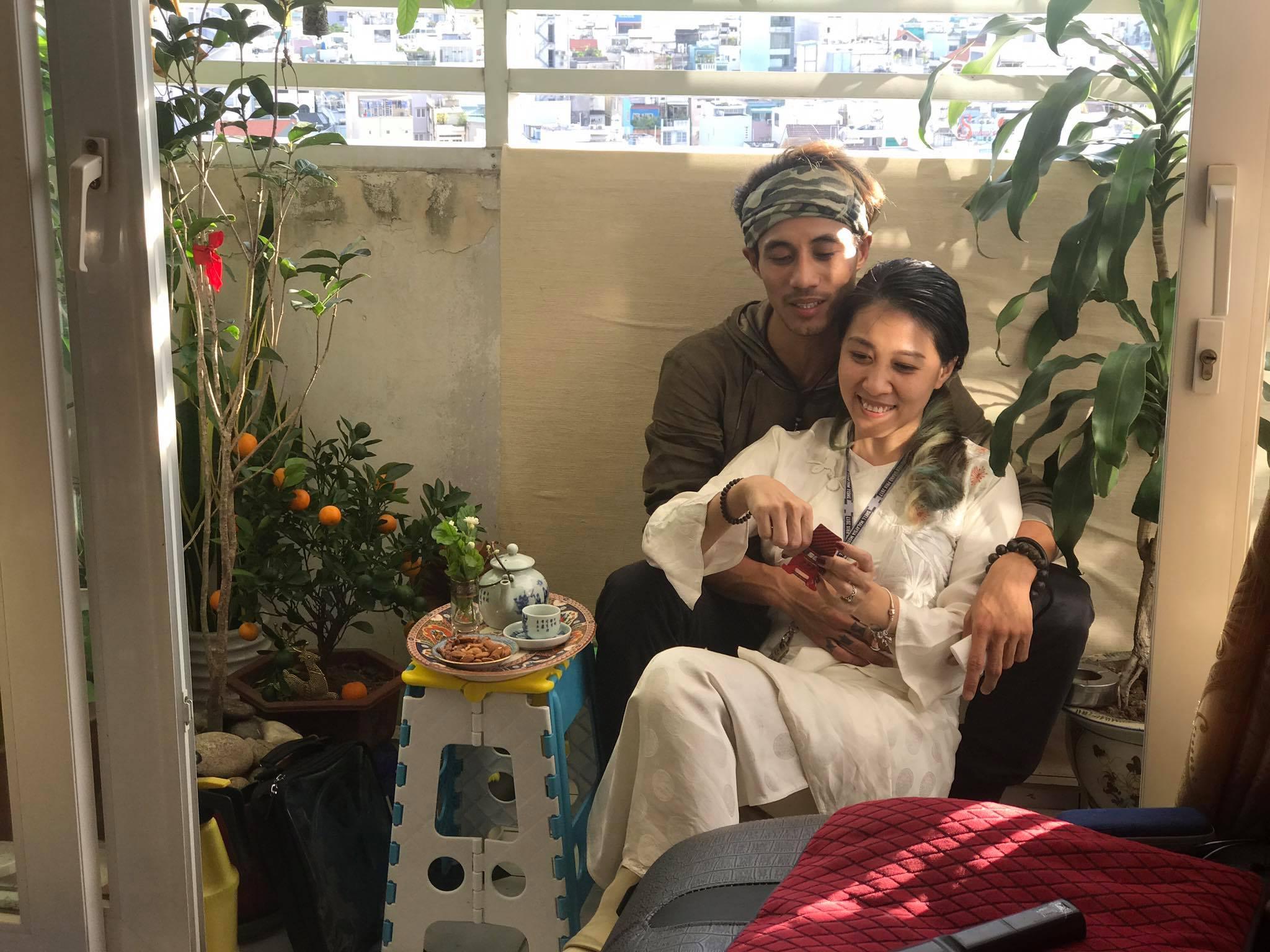 Phạm Anh Khoa đưa vợ con đi chơi giữa scandal tình ái