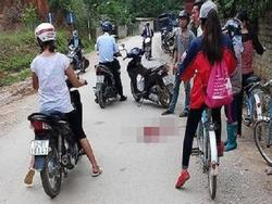 Lạng Sơn: Truy bắt gã chồng đang tâm dùng dao cứa cổ vợ giữa đường