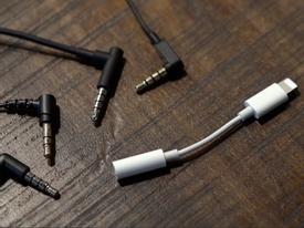 Apple bỏ hẳn cổng cắm tai nghe jack 3.5mm trên iPhone 2018