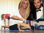 Video: Britney Spears gây sốt khi vừa chống đẩy vừa hôn bồ trẻ