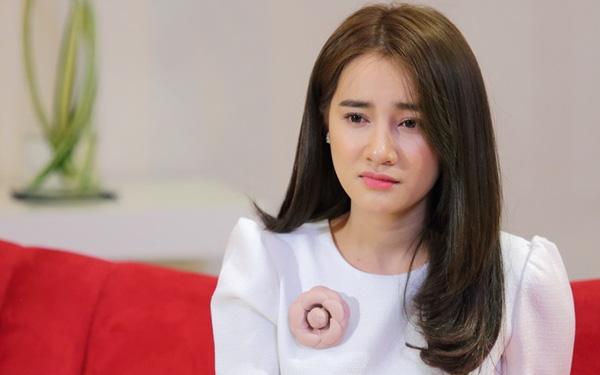 Nhã Phương bật khóc lần đầu nói về tình cảm với Trường Giang