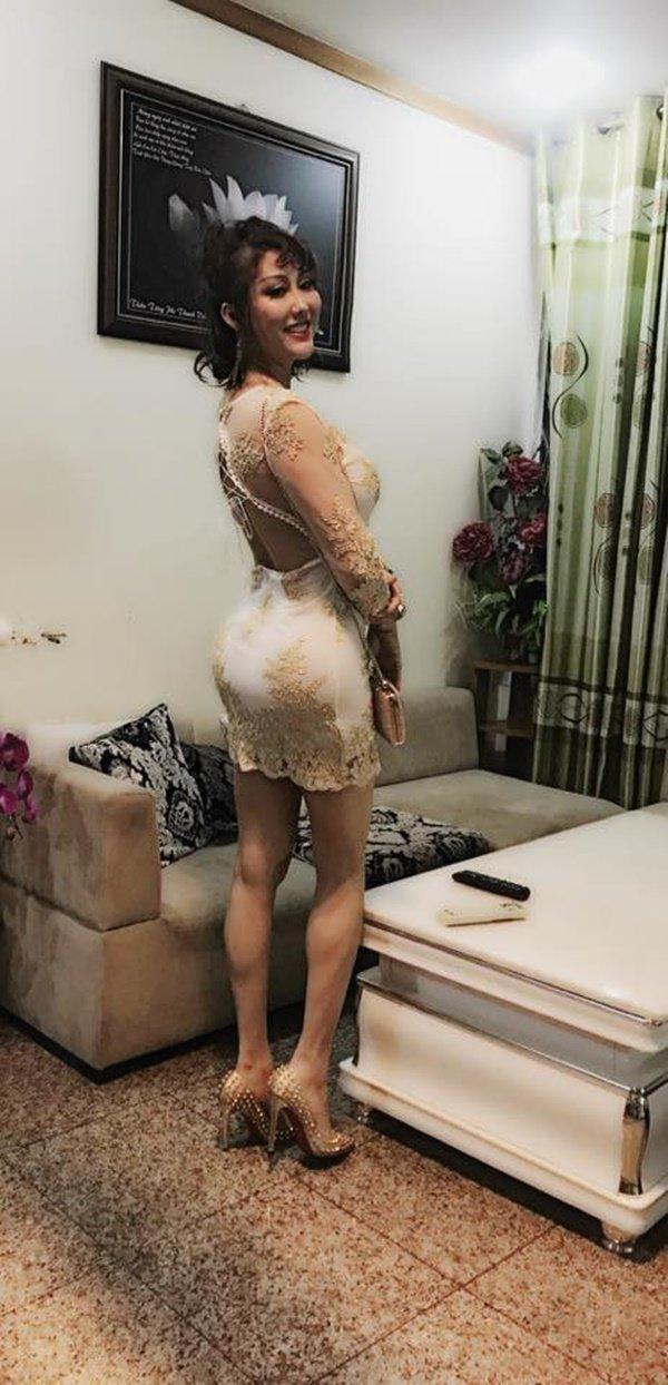 Phi Thanh Vân ... đôi chân tong teo