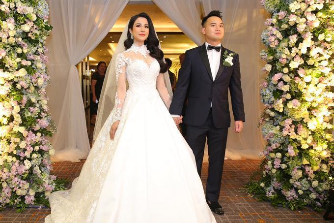 Những chiếc váy cưới đẹp như cổ tích của 5 cô dâu đình đám nhất showbiz Việt năm 2018-9