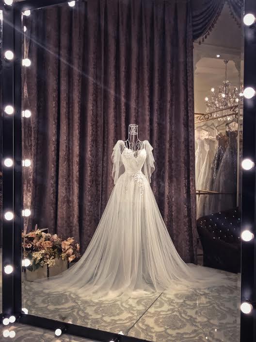 Những chiếc váy cưới đẹp như cổ tích của 5 cô dâu đình đám nhất showbiz Việt năm 2018-11