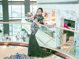 Hoa hậu Huỳnh Thúy Anh xuất hiện với thần thái sang chảnh