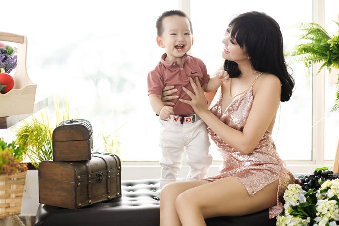 Phi Thanh Vân chua chát tố chồng cũ không chu cấp cho con