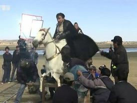 Thực tế phì cười của những màn cưỡi ngựa hoành tráng