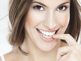 Đoán vận mệnh sướng khổ qua hàm răng