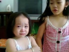 Màn 'cãi tay đôi' giữa bố và con gái khiến ai xem cũng mong muốn có một tiểu công chúa trong đời