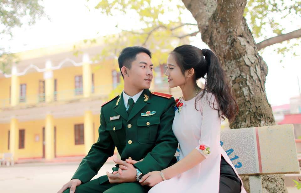 Hiện tại Trần Đạt đã là một người lính, tình yêu của họ vẫn ngọt ngào như thế...