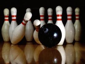 Khi các 'thánh hủy diệt' rủ nhau chơi bowling