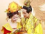 Đám cưới Hoàng đế Trung Hoa: Cô dâu chú rể muốn động phòng phải chờ người cởi quần áo hộ