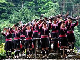 Ghé thăm ngôi làng của 'những nàng công chúa Tóc Mây'
