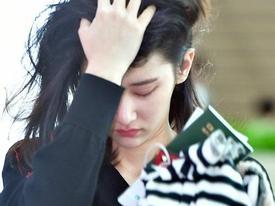 'Nàng thơ' mới của điện ảnh Hàn cau có, suýt phát khóc vì bị phóng viên săn ảnh tại sân bay