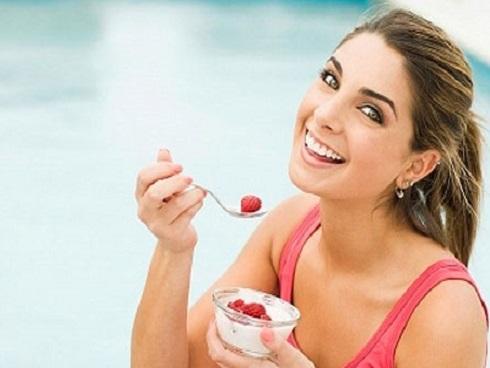 Lợi ích không ngờ khi ăn sữa chua ngay trước bữa ăn