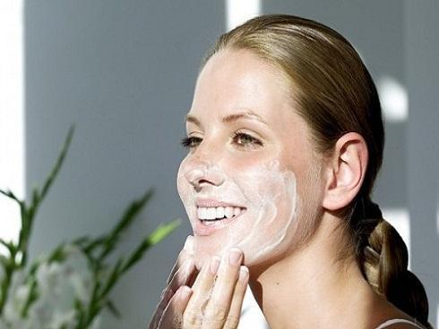 Lưu ý khi chăm sóc da dầu và trị mụn mùa hè