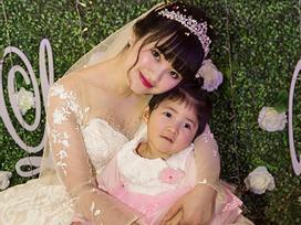 Mẹ nuôi của bé gái suy dinh dưỡng ở Lào Cai đã mang thai, được chồng 'cưng hơn trứng'