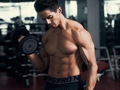 'Đứng tim' với hình ảnh khó tin trong phòng gym