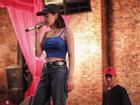 Tưởng hát live đã đến trình độ 'nuốt đĩa', hóa ra giọng hát Chi Pu lại 'lúc tỏ lúc mờ'