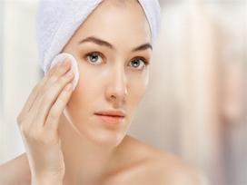 4 lưu ý khi chăm sóc da mụn ngày hè