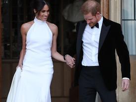 Công nương Anh Meghan Markle diện đầm quyến rũ trong tiệc cưới
