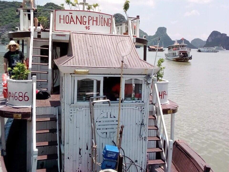 Tàu du lịch 'toilet hỏng, bánh mì mốc': Vịnh Hạ Long bị oan, du lịch Việt Nam bị tai tiếng
