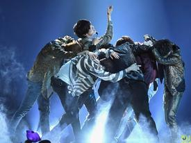 Sân khấu comeback hoành tráng nhất lịch sử Kpop: BTS mang 'Fake Love' đến Billboard Music Awards 2018!