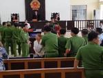 Tòa bác kháng án, người thân bị cáo dâm ô 'đại náo' phiên xử