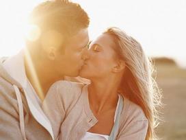 11 dấu hiệu cho thấy chàng đang 'phát điên' vì bạn