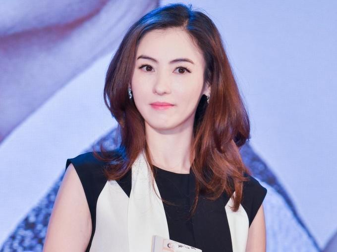 37 tuổi, nụ cười hạnh phúc của Trương Bá Chi giờ đây giống hệt thời mới biết 'mùi' showbiz