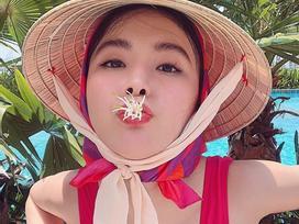 Tin sao Việt: Angela Phương Trinh sexy 'kute lạc lối' với tông đỏ