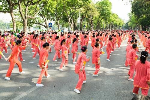 Hơn 2.150 người cao tuổi đồng diễn thể dục dưỡng sinh-1