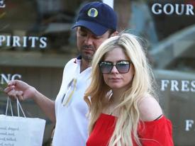 Avril Lavigne đang hẹn hò con trai tỷ phú Mỹ