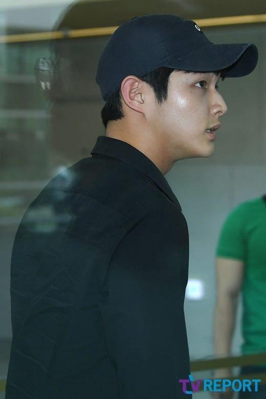 Lee Seo Won tiều tụy có mặt tại tòa án để xét xử vụ án dùng dao đe dọa nữ đồng nghiệp và quấy rối tình dục