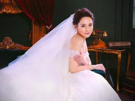 Chung Hân Đồng tiết lộ địa điểm hôn lễ cùng váy cưới đẹp lộng lẫy