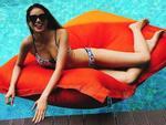 Tin sao Việt: Phạm Hương mặc bikini 'sáng rực' cả bể bơi