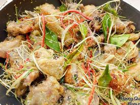Cách làm gà rang muối giòn ngon, đậm đà ngày cuối tuần