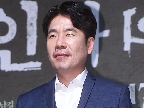 Sao Hàn 26/5: Nam diễn viên kì cựu xứ Hàn nhập viện sau scandal quấy rối tình dục