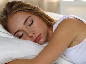 6 mẹo giúp bạn ngủ ngon khi thời tiết nóng bức